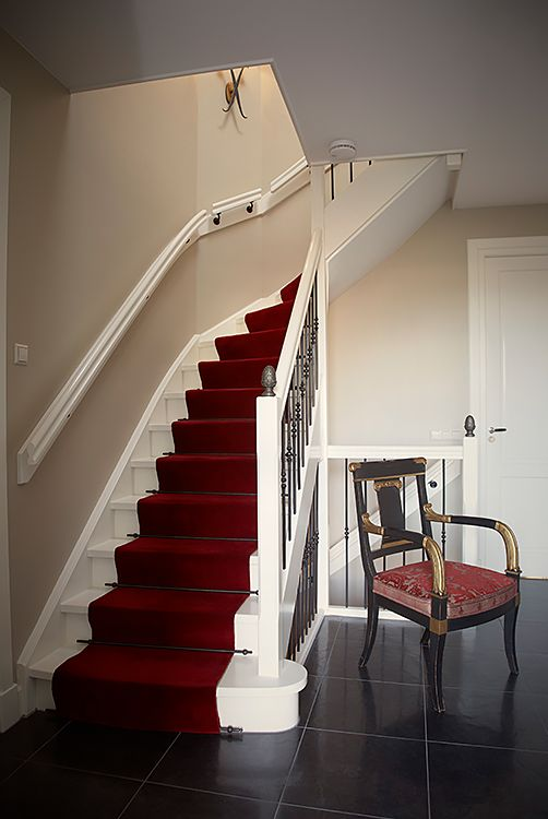 Traploper op maat, stoel Massant, stoffering Art & Decor stof, wandlamp Empel collections - Doornebal Interiors