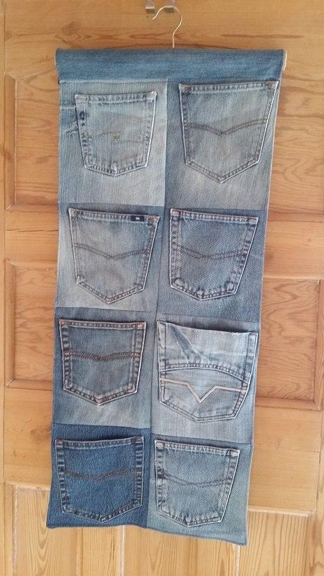 En förvaring gjord av gamla jeansfickor.