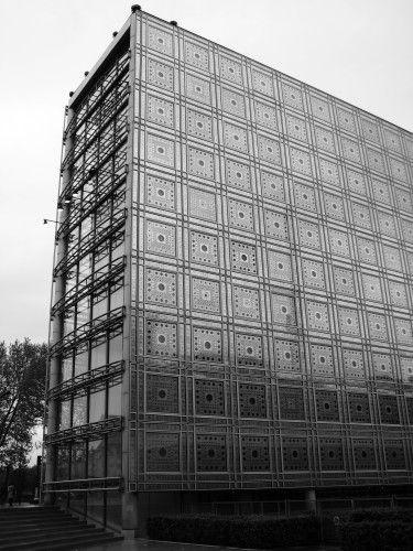 Love the window patterns! These are mechanisms that are simulat to photocamara schutters and they react to incoming sunlight. Must see if you go to Paris... institut-du-monde-arabe-jean-nouvel/