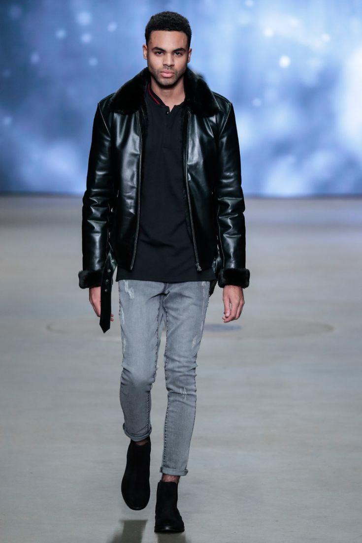 IVGIVEN – Leren jas met nepbont en grijze jeans. © Peter Stigter