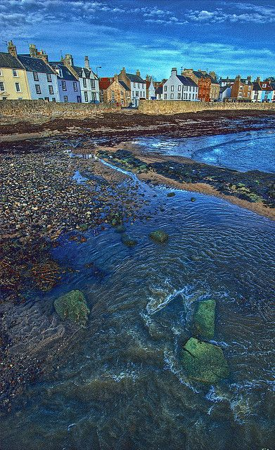 Anstruther, south of St. Andrews, is a charming fishing village in the East Neuk of Fife, popular with day-trippers and holidayers. This photo looks like a painting.