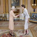 Angelina Jolie fue condecorada por la reina de Inglaterra