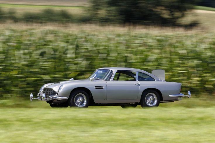 El salón del vehículo clásico de París, Retromobile, acoge una impresionante exposición de los Aston Martin más emblemáticos, con el DB5 del agente 007 como estrella de la muestra. POR PEDRO BERRIO Retromobile es uno de los salones de vehículos clásicos más importantes del mundo, cita ineludible para los mejores coleccionistas y aficionados. Del 8 …