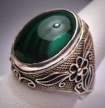 Every piece of jewelry on this Etsy page is gorgeous!! Antique Chinese Malachite Ring Vintage Silver Filigree via Etsy