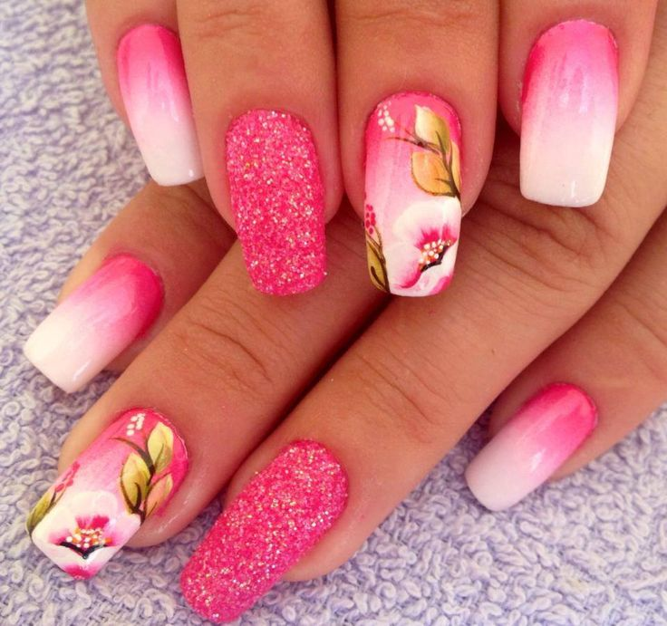 Uñas decoradas degradado con flores.