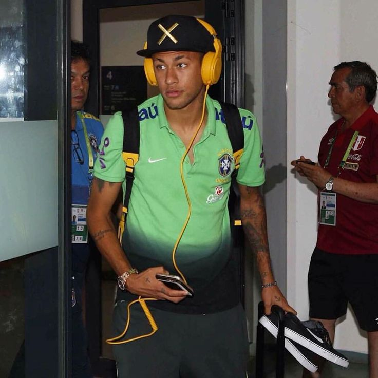 Arriving at the stadium / Chegando ao estádio 17.11.15 #neymar#neymarjr#njr#nj#…