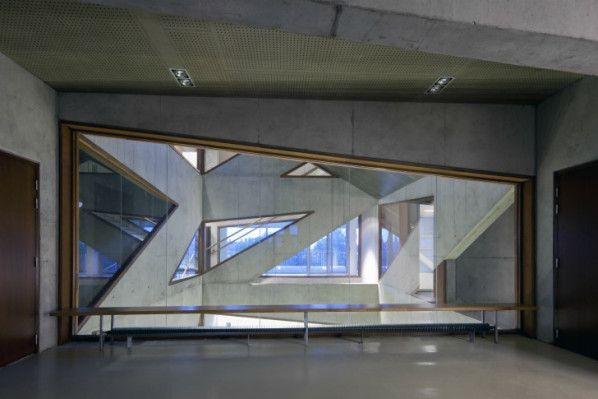 CENTRE SOCIAL DE L'ARBRISSEAU by Colboc Franzen & Associés as Architects