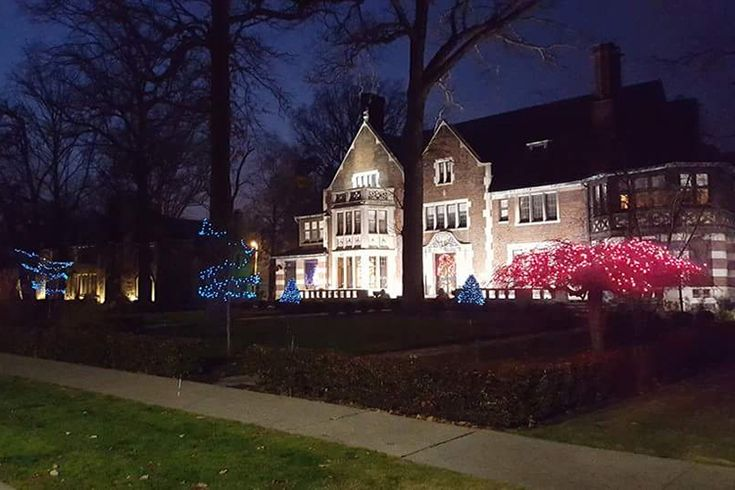 ASPIRE DESIGN AND HOME and the Junior League of Detroit are Making Haute History at the Detroit Designers' Show House 2018 Hosted by Actor Hill Harper at His Home, the Largest Residence in the Historic Boston-Edison District. In September 2018, 30 of the country's finest and most celebrated designers will breathe new life into the…