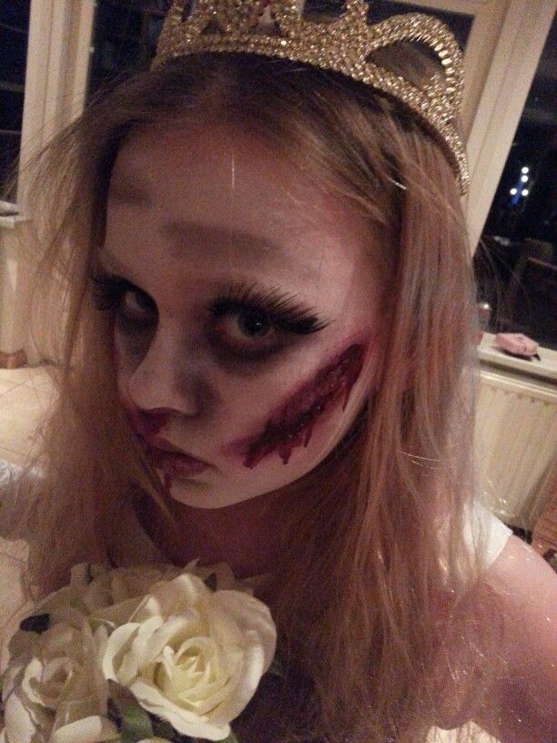 She is a real actress hihi...my little horrorbride. Facepaint scarwax fxmakeup
