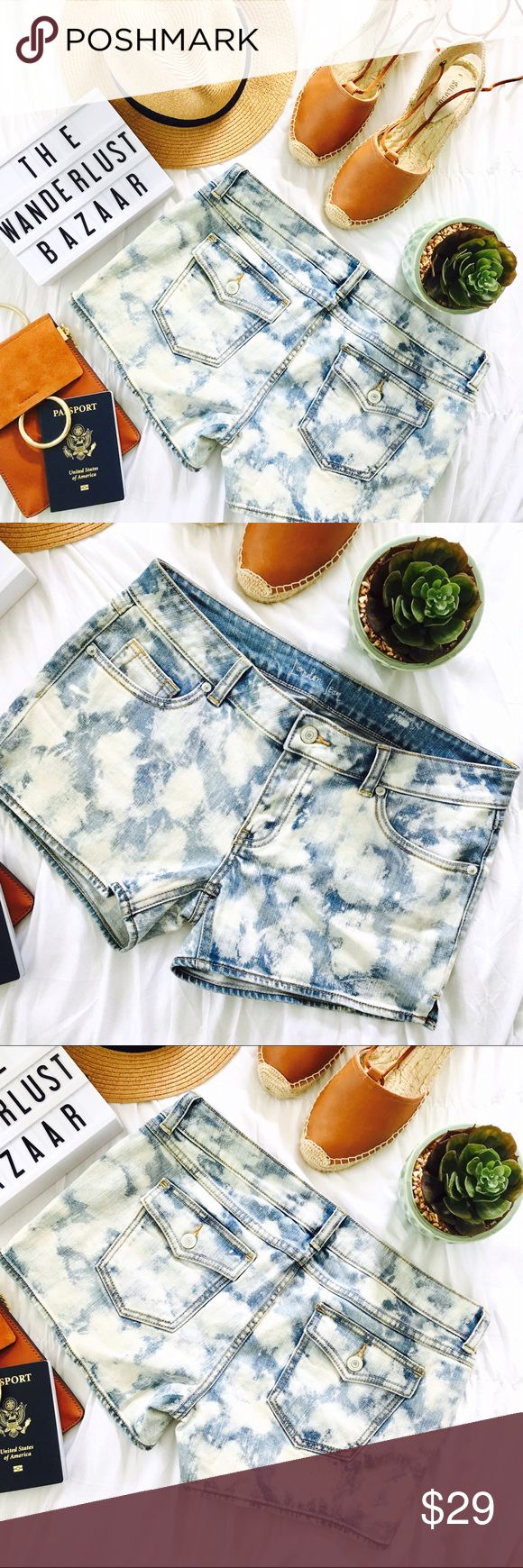 •Blue Acid Baby Denim Shorts• Whether it's a day out at the beach or riding bike these hip acid jean wash shorts will create a fun distressed look to any outfit!  •Color: Denim blue/white •Main Material: 98% cotton, 2% spandex •Style: Mid-waist acid wash shorts •Closure: Button/zipper  •Size: 4 - Please note these shorts do stretch and run more like a 6/8 than a size 4  •Photos are of actual product •Price is firm •10% discount on bundles of two or more •Photo Credit: The Wanderlust Bazaar…