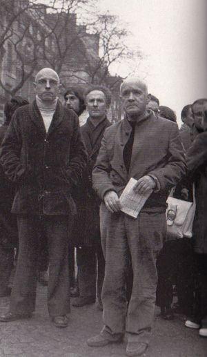 Michel Foucault et Jean Genet en 1972 lors d'une manifestation contre le racisme .  (Sipa/Cotte)