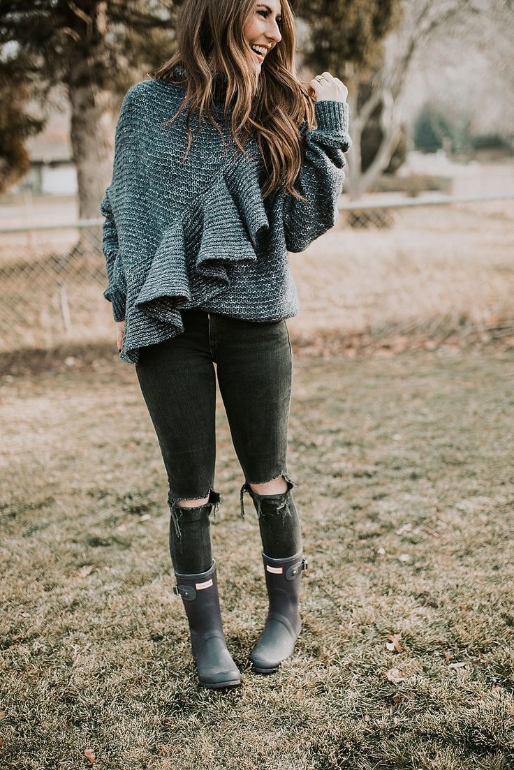The perfect cozy ruffle sweater paired with distressed black denim and short Hunter boots! This is perfect winter cozy!