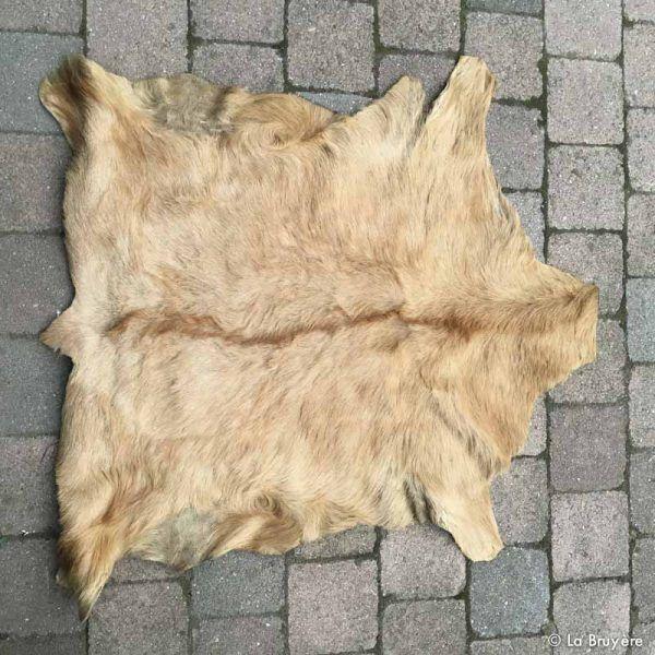 Les 25 meilleures id es de la cat gorie tapis peau de bete sur pinterest peau de bete tapis - Ikea peau de bete ...