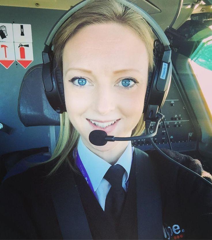 I'm an international pilot who also happens to be female #iwd #internationalwomensday  #2017 #femalepilot #captain #thisgirlcan #goodvibesonly #femalecaptain #instaaviation #instagramaviation @emmatellesy #goodvibes #doingitforthegirls #highvibes #pilot