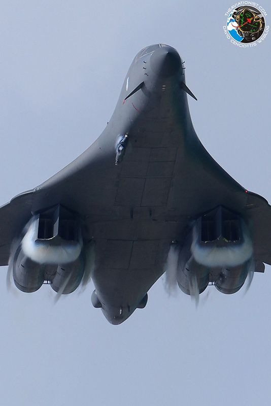 """Jet-porn: U.S. Air Force B-1 bomber flying low and fast in some of the best """"Bone"""" photos ever taken."""