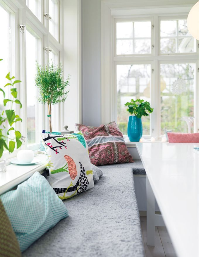 sunroom: Window Benches, Breakfast Nooks, Colors Schemes, Swedish Style, Breakfast Area, Dining Nooks, My Dreams Houses, Benches Seats, Window Seats