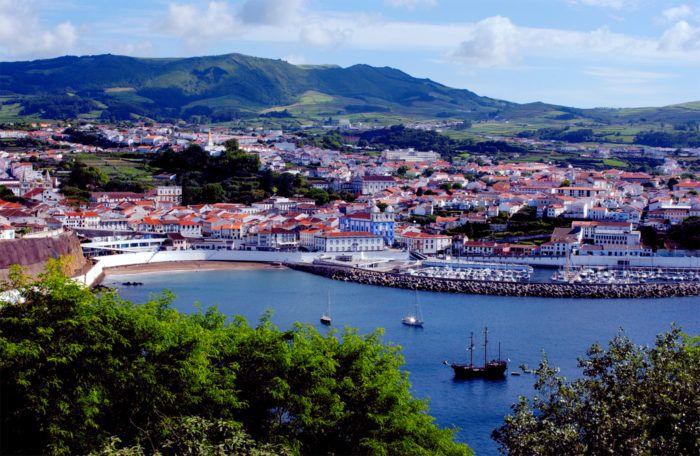 Lavpris: Den #portugisiske storbyen #Porto er av Lonely Planet kåret til det beste europeiske lavprisreisemålet i #2017 – og på verdensbasis kommer den sjarmerende byen på tredjeplass over prisvennlige reisemål. Samtidig er den naturskjønne portugisiske øygruppen Azorene kåret til den tredje beste regionen i verden og den beste i #Europa. Utmerkelsene er en del av Lonely Planets årlige «Best in Travel»-kåring.