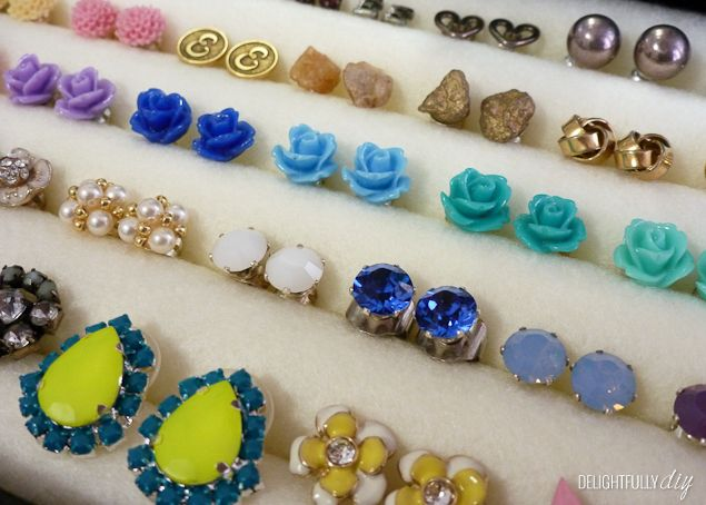 Make your own EARRING STORAGE using felt, hot glue and pencils.  Brilliant!
