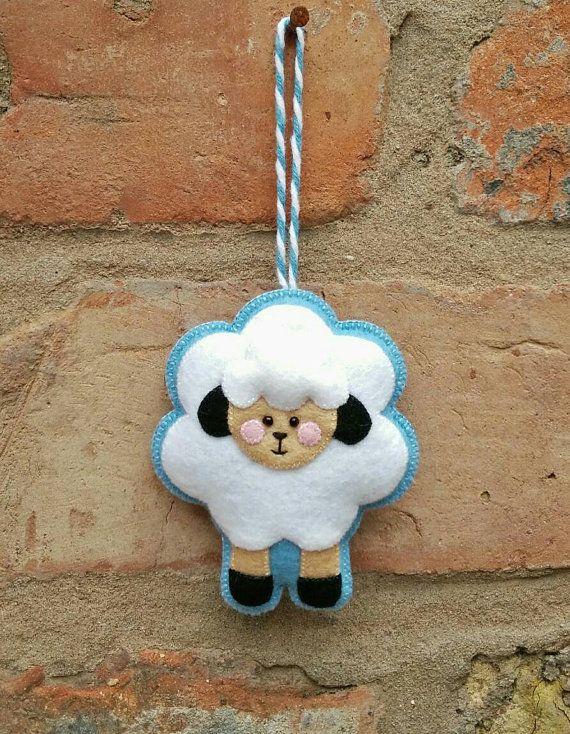 Lindo sentir Pascua ornamento de ovejas por TillysHangout en Etsy