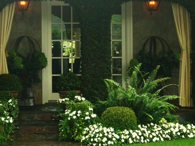 Love this courtyard............color outside the lines