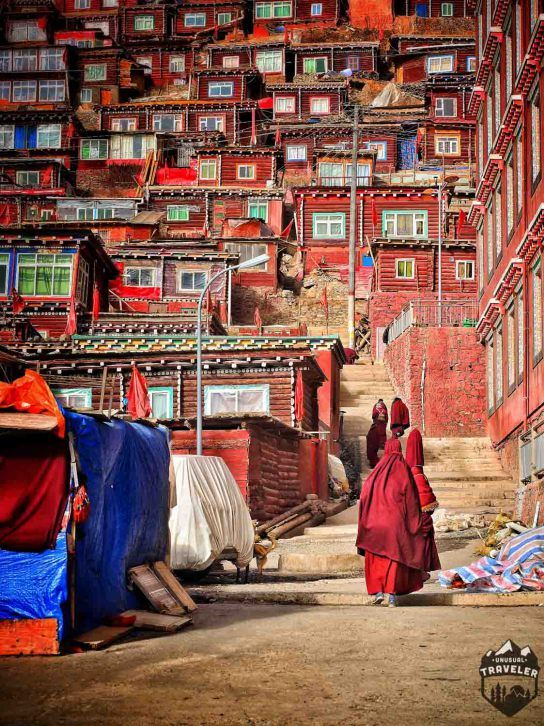 Travel tips toLarung Gar, home to 40 000 monks and nons, #China ,#Red ,#Colorful