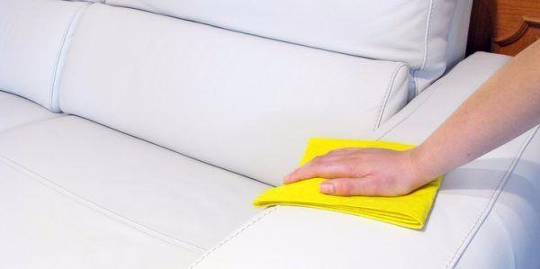 Как удалить пятна с кожаного дивана