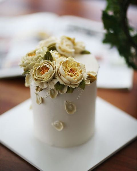 Chinese student's work... buttercream flowercake #buttercream #butter…