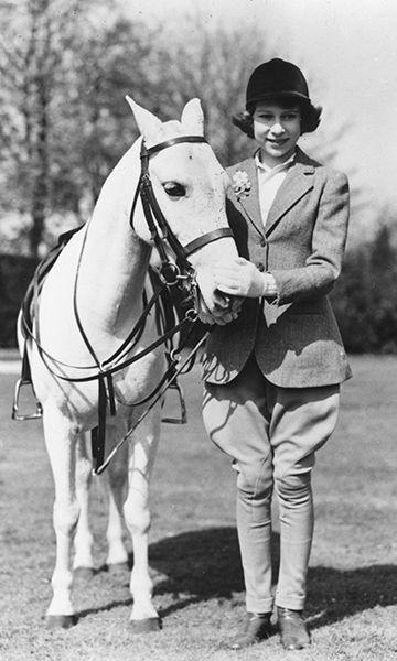 Queen Elizabeth still horseback rides at 89: see the pics