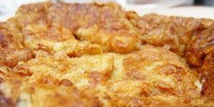 Recept voor pudding van croissants met abrikozenconfituur & kaneel  Croissants over van de uitgebreide zondagbrunch? Dit is een heerlijk recept voor een soort van broodpudding maar dan gemaakt met croissants en abrikozen confituur. Yummy!