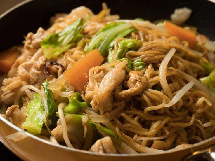 「強火で炒めない」が新常識!プロ直伝のソース焼きそばレシピ - macaroni