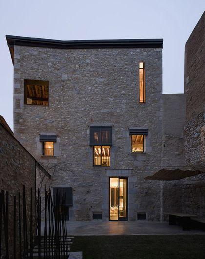 Une maison en pierre ultra chic  (1)