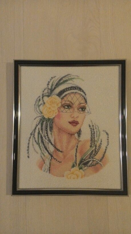 Lady with yellow roses -Vervaco