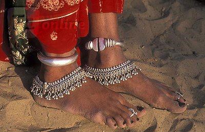 India | A woman's foot jewellery, Thar Desert, Rajasthan | ©Wigbert Röth
