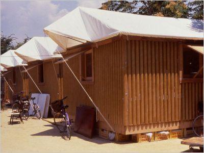SHIGERU BAN-Paper lo houses, Kobe Japon 1995- Transformation-Recyclage-Réutilisation- recyclage de matériaux du quotidien tel que le carton pour les transformer en logement provisoire suite au catastrophes naturelles