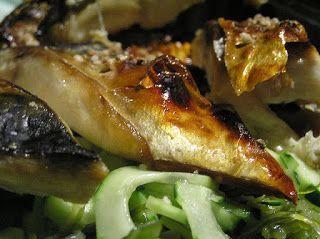 Recette de maquereaux au citron, thym, romarin, vin blanc, à la plancha, au bbq, au four. Le maquereau est un délicieux poisson de saison, économique, riche, source d'acides gras oméga 3, vitamines B et D, fer et iode. Cuit à la plancha, au barbecue, au four sa chair est délicieuse et rappelle son appartenance à la famille du thon.  Testez cette recette de la cuisine finlandaise, saine, compatible avec un régime sans gluten.