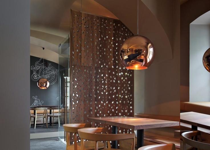 Interiores para o Como Aperitivo bar e restaurante em Ljubljana, Eslovénia, completou Dezembro de 2011. Foto por Saša Hess
