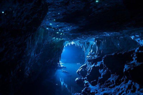 入江の洞窟