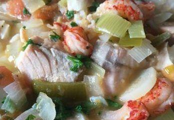 Als je van vis houdt dan is dit recept voor een goed gevuld vispotje een aanrader. Wij hebben er van gesmuld. Kijk snel voor het recept.