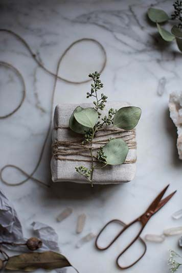 HOLIDAY GIFT WRAPPING IDEAS #EYESWOON #DIY #HOLIDAY