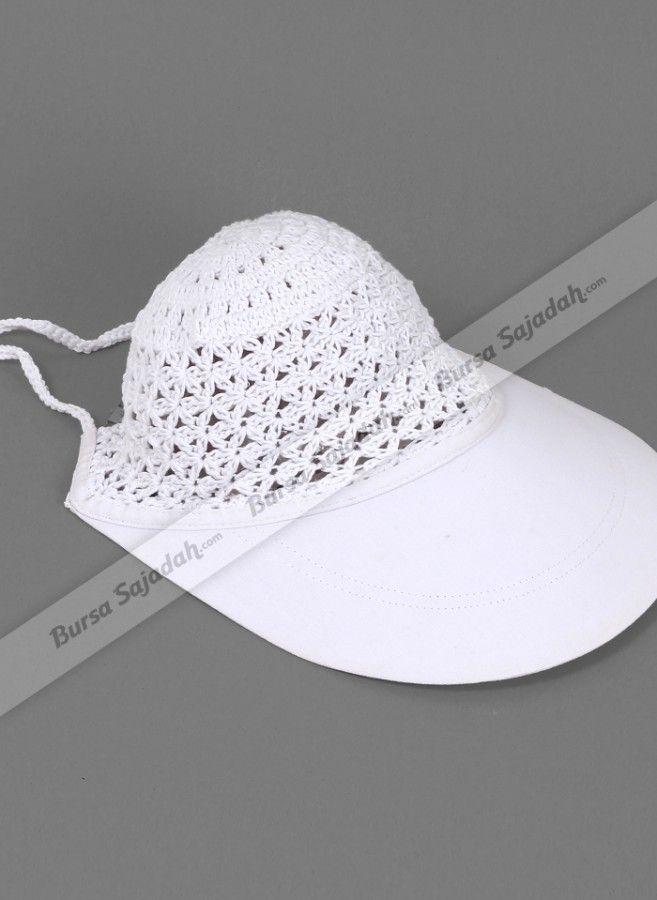 Topi Haji Neema dibuat khusus berwarna putih dengan bagian visor yang luas untuk melindungi kepala & wajah Anda dari sengatan sinar matahari, khususnya saat melaksanakan ibadah haji dan umroh. Terlebih lagi, topi rajut wanita dengan desain simple dan berbahan lembut ini dilengkapi tali yang berguna untuk mengatur ukuran agar pas & nyaman dikenakan.