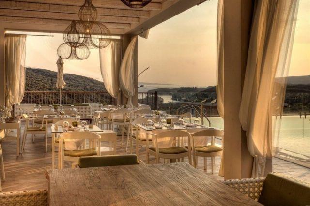 Hotel-Restaurant Terrasse-Pooldeck-Möbliert-exotische Ausblicke
