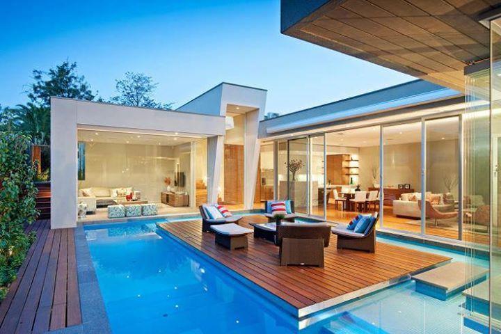 ¿Qué te parece la terraza integrada a la piscina? Ideal para una cena romántica al anochecer... #adondevivir