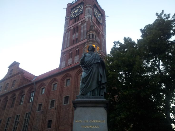 Copernicus in front of the clock Tower in Torun