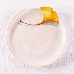 陶器プレート-イチョウの下絵付け&レリーフ 食器 KAISHIKI / KOZONO ハンドメイド通販・販売のCreema