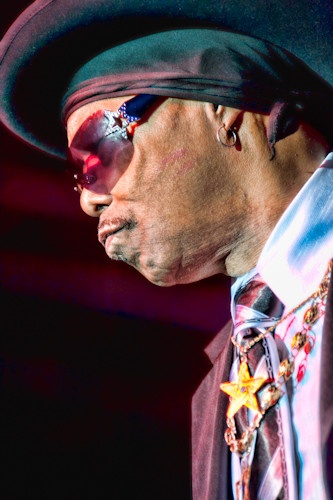 "Rest In Peace: Leroy ""Sugarfoot"" Bonner, the colorful and flamboyant lead singer for the Ohio Players, died yesterday at 70. (click picture for full story)"