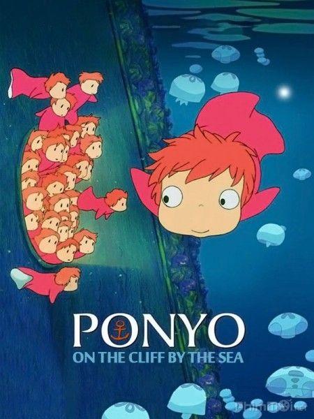 Cô bé người cá Brunhilde đang chạy trốn khỏi vương quốc của cha mình thì bị kẹt vào chiếc lọ thủy tinh, theo sóng dạt vào một bờ biển ở Nhật Bản. Gần bờ biển ấy là một thị trấn nhỏ xinh đẹp, nơi cậu bé 5 tuổi Sousuke đang sống cùng với gia đình.