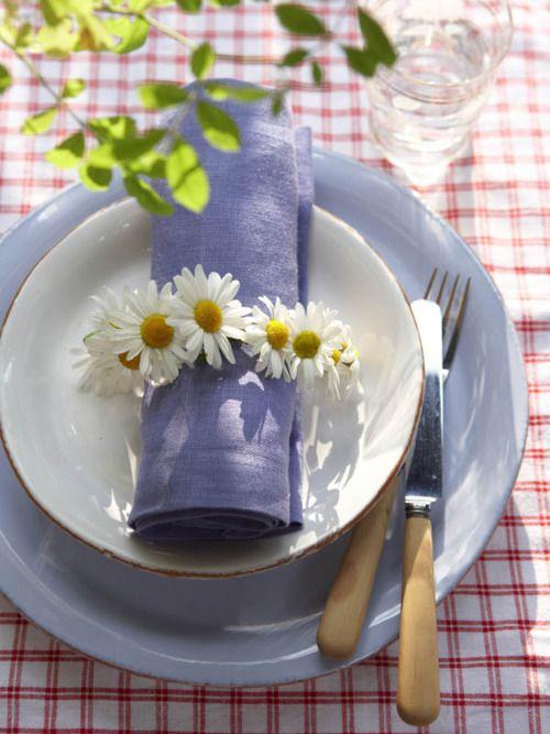 spring daisy table setting