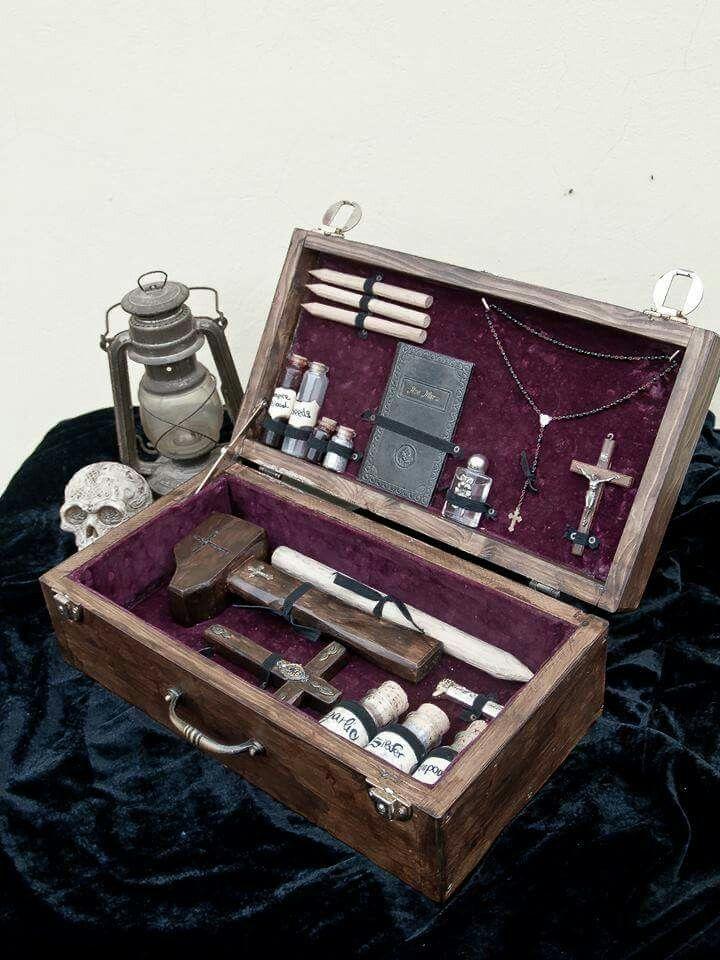 Vampire Killing Kit by wiro.wire kit ammazza vampiri artigianale