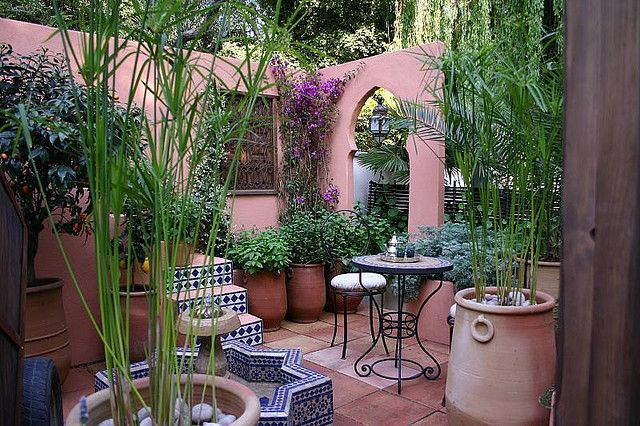 A Moroccan courtyard garden - very charming640 x 426 | 157.1 KB | www.flickr.com