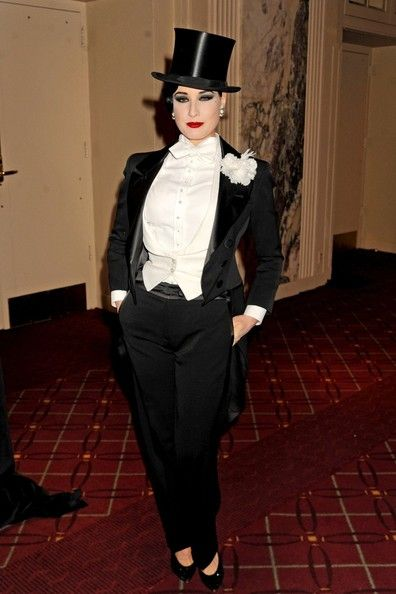 Dita Von Teese Photo - Debbie Harry dresses up for the 17th Annual NYRP Hulaween Benefit Gala at the Waldorf Astoria Hotel in NYC on Halloween